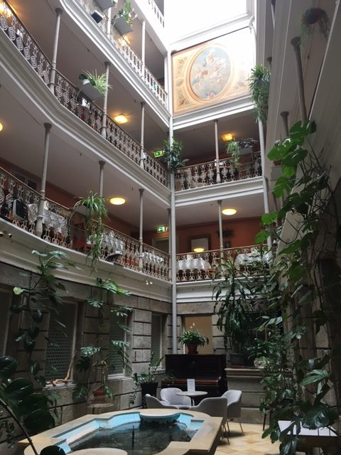 Atrium hotel Blume